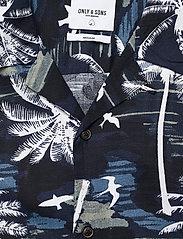 ONLY & SONS - ONSPALM LIFE SS VISCOSE AOP REG SHIRT - geruite overhemden - dress blues - 2