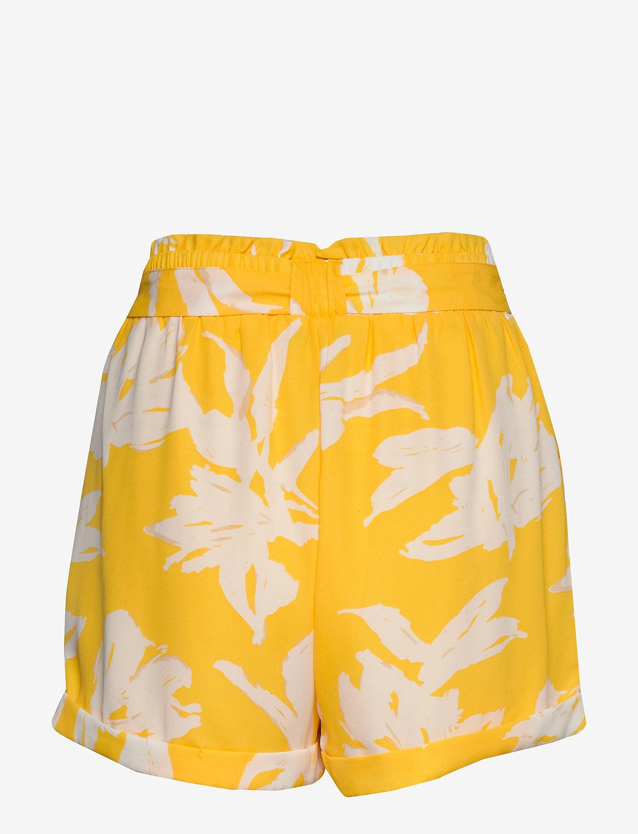 ONLY - ONLALMA LIFE POLY BELT SHORTS AOP WVN - casual shorts - aspen gold