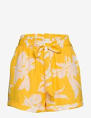 ONLY - ONLALMA LIFE POLY BELT SHORTS AOP WVN - casual shorts - aspen gold - 0