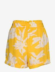 ONLY - ONLALMA LIFE POLY BELT SHORTS AOP WVN - casual shorts - aspen gold - 1