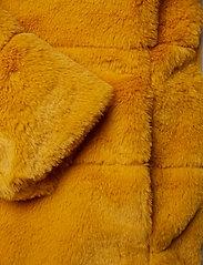 ONLY - ONLCHRIS FUR  HOODED JACKET OTW - faux fur - golden yellow - 3