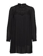 onqMARIE LS PLEAT DRESS WVN - BLACK