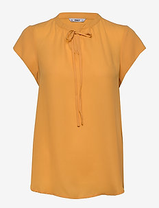 ONLALMA LIFE POLY S/S TOP SOLID WVN - blouses med korte mouwen - golden apricot