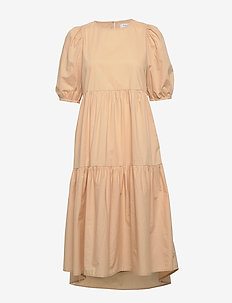 ONLKARLA S/S PUFF SLEEVE DRESS WVN - do kolan & midi sukienki - warm sand