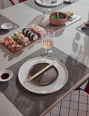 OYOY Living Design - Inka Dinner Plate, Pack of 2 - middagstallerkener - white / light brown - 1