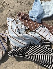 OYOY Living Design - Raita Towel - 70x140 cm - håndklæder - caramel - 0