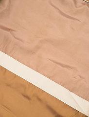 Part Two - HadeelPW OTW - lette frakker - rubber - 4
