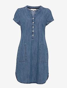 Aminas DR - robes en jeans - light blue denim