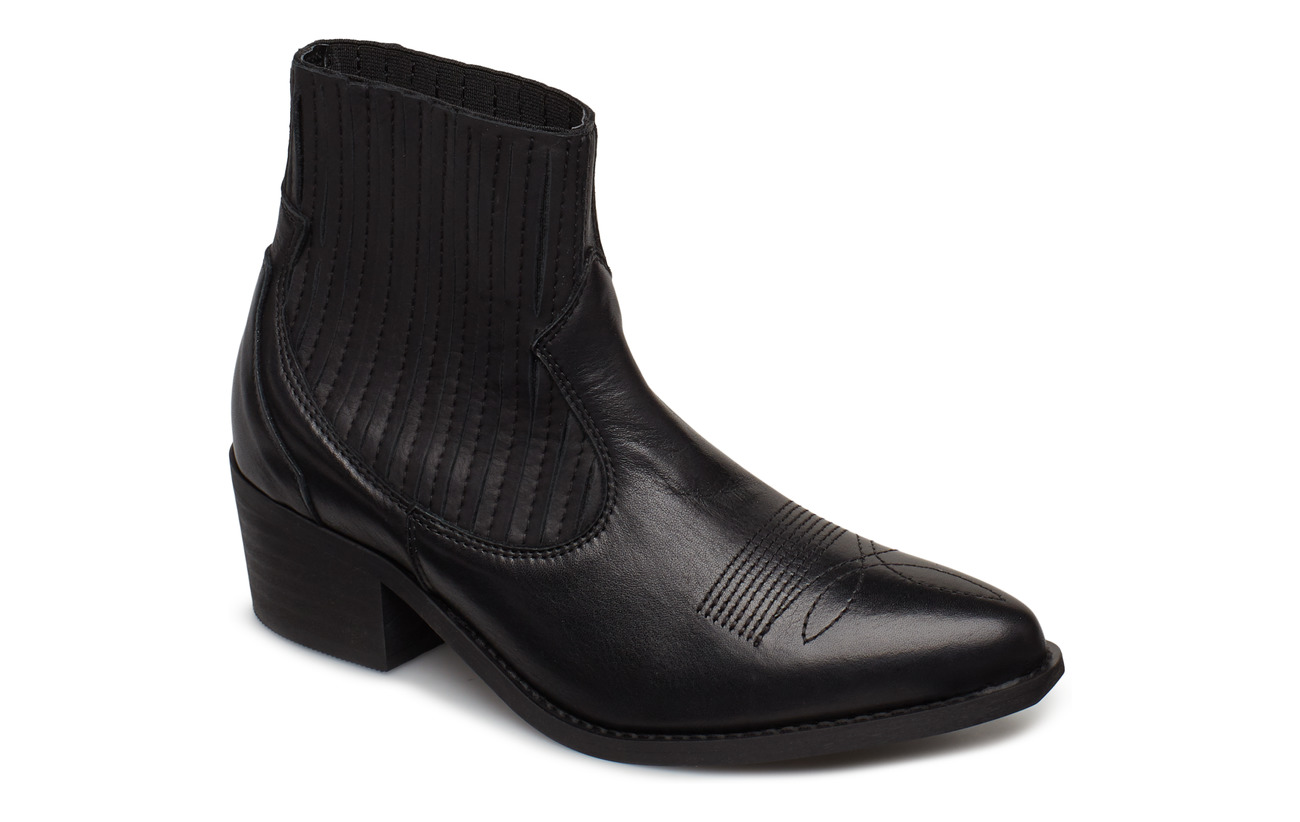 Pavement Cruz leather