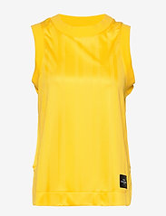 Peak Performance - W Tech Cropped Tank - linnen - stowaway yellow - 0