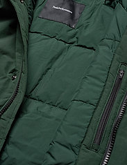 Peak Performance - TYPHON J - insulated jackets - scarab green - 7