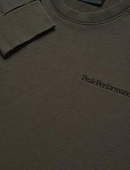 Peak Performance - M Moment Crew - sweaters - black olive - 2