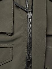 Peak Performance - M Softshell Field Jacket - ulkoilu- & sadetakit - black olive   deep earth - 5