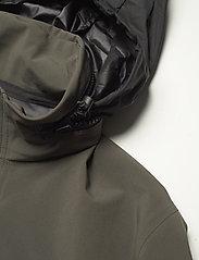 Peak Performance - M Softshell Field Jacket - ulkoilu- & sadetakit - black olive   deep earth - 7