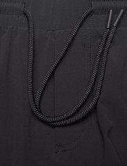 Peak Performance - M Tech Dry Shorts - casual shorts - black - 3
