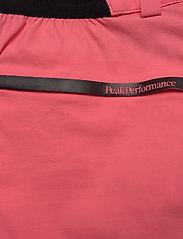 Peak Performance - W Iconiq Long shorts - wandel korte broek - alpine flower - 4