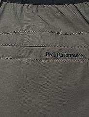 Peak Performance - M Player Pant - golfbroeken - black olive - 4