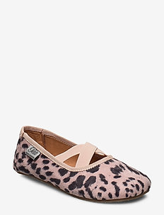 Shoe indoors - LEOPARD