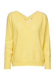 Victoria batwing v-neck knit - PALE YELLOW