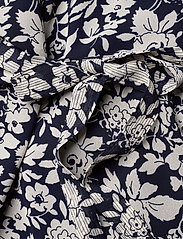 Polo Ralph Lauren - Floral Crepe Wrap Dress - sukienki do kolan i midi - navy floral - 3