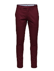 Stretch Tailored Slim Chino