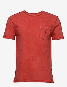Custom Slim Fit Pocket T-Shirt - basis-t-skjorter - new brick