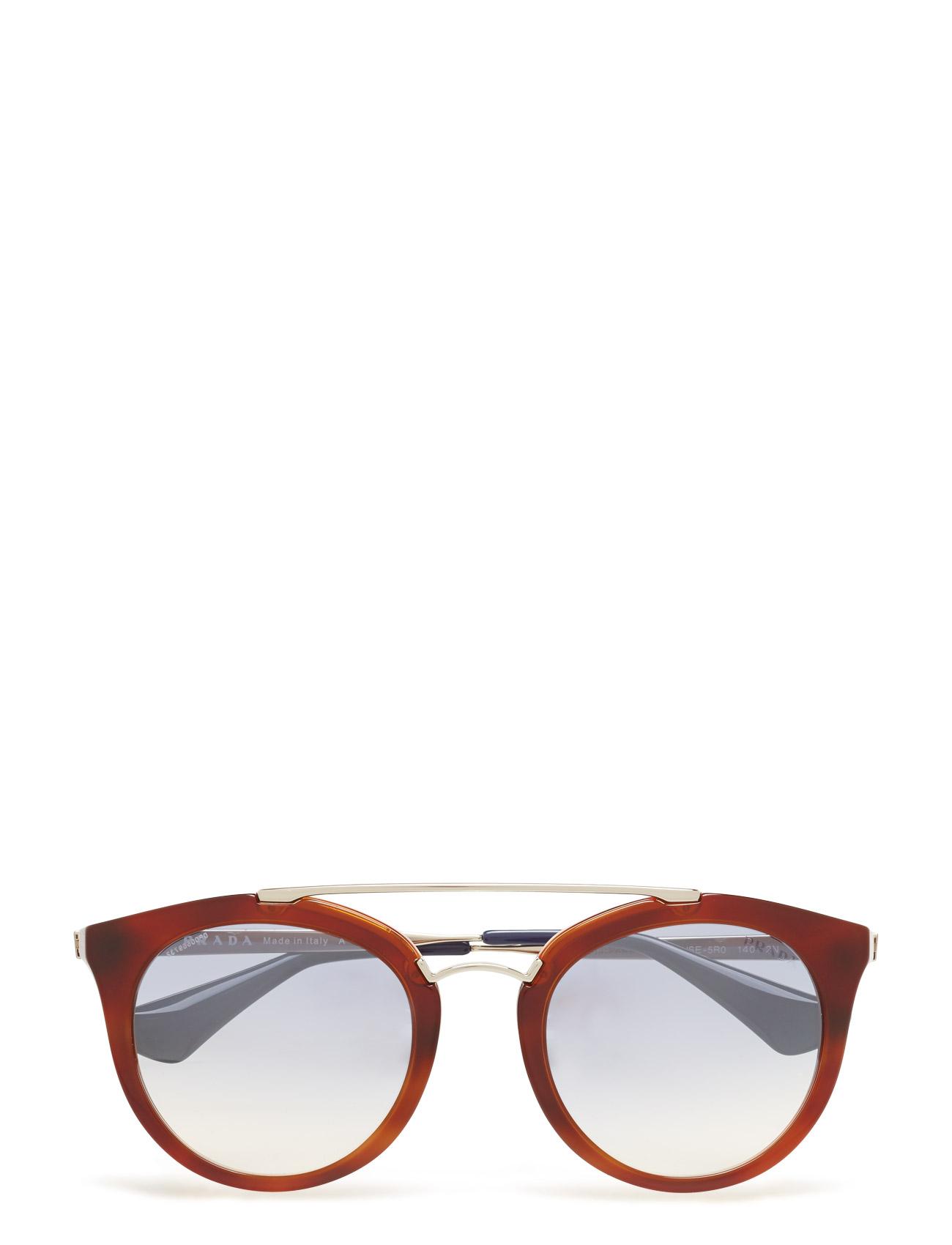 Artikel klicken und genauer betrachten! - Prada Sunglasses. Acetat. Brillenbügel für zusätzlichen Komfort. Acetat ist hypoallergen, robust, leicht und aus erneuerbarem Material gefertigt.. getönte Brillengläser. Retroeinflüsse. inklusive Etui. Hergestellt in Italien. Der Artikel ist für Damen, in der Farbe STRIPED LIGHT BROWN/GRAD LIGHT BLUE MIRROR SILVER. Das Produktmaterial ist Acetat und der Artikel ist erhältlich in den Größen 52. Versandkosten betragen 0,00 €. Boozt bietet alle marktüblichen Zahlungsweisen wie Kauf auf Rechnung, Paypal und Kreditkartenzahlung. Ausserdem gibt es bei Boozt.com immer ein 30 tägiges Rückgaberecht und damit sind Retouren für Kunden kostenlos. | im Online Shop kaufen