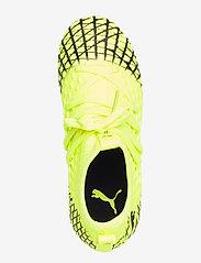 PUMA - FUTURE 4.3 NETFIT FG/AG Jr - buty piłkarskie - yellow alert-puma black - 3