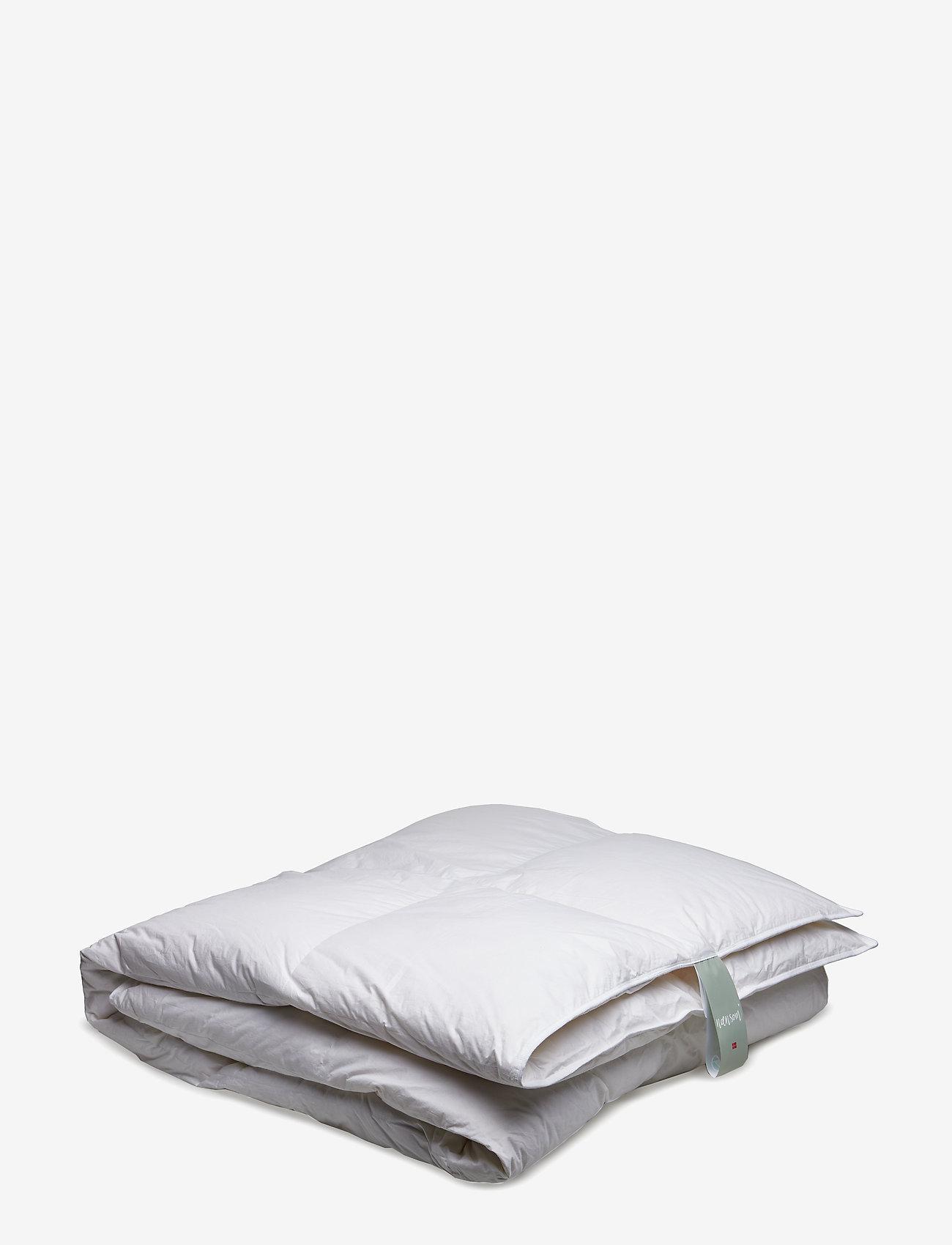 Quilts of Denmark - Nænsom Warm Down Duvet - literie - white - 0