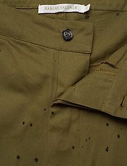 Rabens Saloner - Nannali - pantalons capri - army - 3