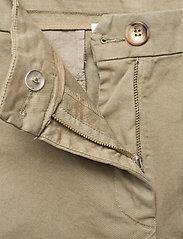 Rabens Saloner - Calina - chino shorts - army - 3