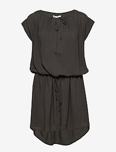 Latifa - korte kjoler - faded black