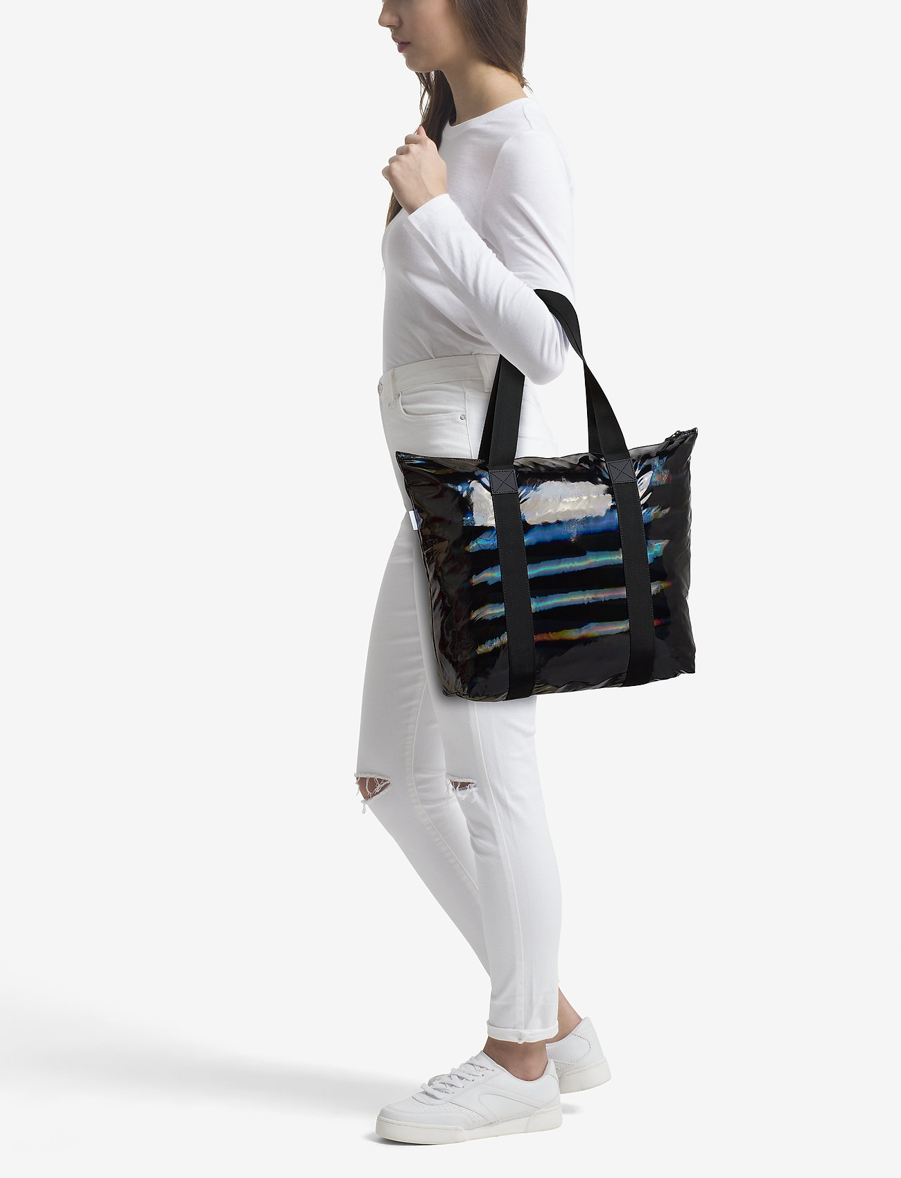 d81256f3c Holographic Tote Bag Rush (25 Holographic Black) (55 €) - Rains ...