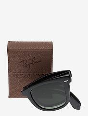 Ray-Ban - FOLDING WAYFARER - d-vormige zonnebril - matte black-crystal green - 3