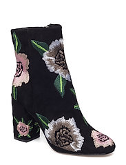 Bryce Embroidery - 004 BLACK SUEDE