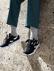 Reebok Classics - Classic Nylon W - lage sneakers - black/white/none - 6