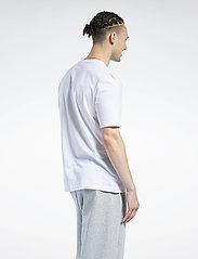 Reebok Classics - CL F VECTOR TEE - t-shirts - white/vecnav/vecred - 3