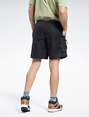 Reebok Classics - CL CAMPING SHORT - cargo shorts - black - 3