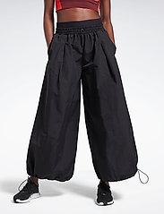 Reebok Performance - SH Woven Pant - sportbroeken - black - 0