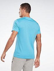 Reebok Performance - Graphic Series Linear Logo T-Shirt - t-shirts - radaqu - 4