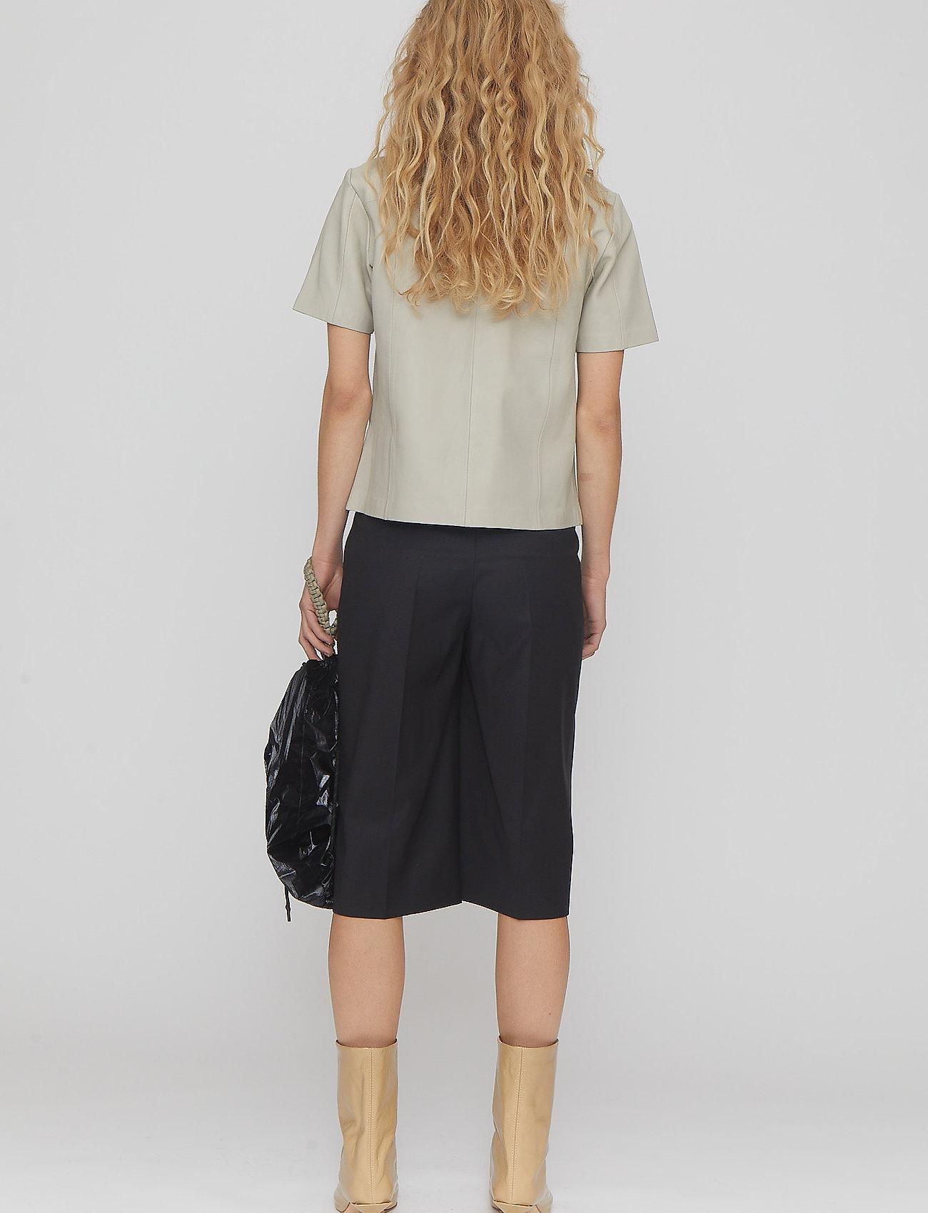REMAIN Birger Christensen - Maisy Shorts - læder shorts - black - 4