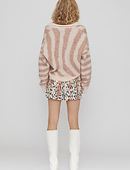 REMAIN Birger Christensen - Camille Shorts - casual shorts - leopard aop - 3