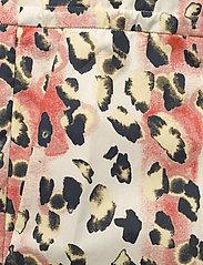 REMAIN Birger Christensen - Camille Shorts - shorts casual - leopard aop - 4