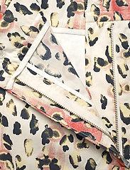 REMAIN Birger Christensen - Camille Shorts - casual shorts - leopard aop - 5