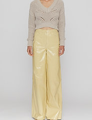 REMAIN Birger Christensen - Ariane Trousers - bukser med brede ben - straw - 0