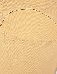 REMAIN Birger Christensen - Basel Ls Open Back - trøjer - italian straw - 3