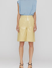 REMAIN Birger Christensen - Maisy Shorts - leren shorts - straw - 0
