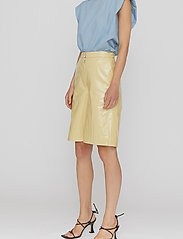 REMAIN Birger Christensen - Maisy Shorts - leren shorts - straw - 5