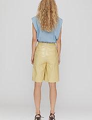 REMAIN Birger Christensen - Maisy Shorts - leren shorts - straw - 7