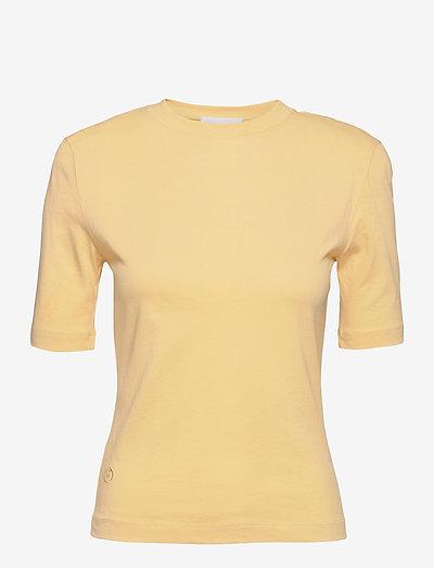 Xenia O Neck - t-shirts - straw